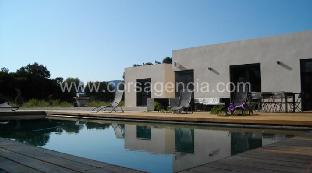 Villa d'architecte proche de l'Ile Rousse.